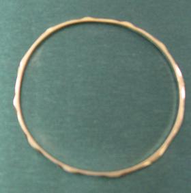 اهداء یک حلقه النگو توسط بانوی آبادانی برای ایوان علوی