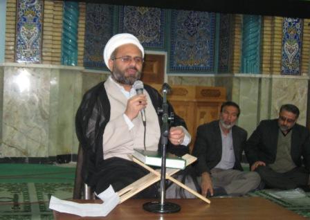 حجه الاسلام بهرام در جمع زایرین حرم حسینی(ع)